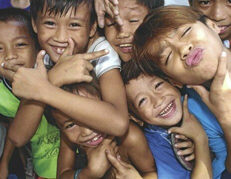 ON POPULATION CONTROL PROGRAM / JULY 31, 2004 To control the population growth, Surigao Rep Ace Barbers proposed that government stop giving  free childbirth services to pregnant women for five years. Womens group denounces the proposal and says its anti women and anti poor. In photo: Children along NIA Road in Q.C.  PDI PHOTO/JOAN BONDOC